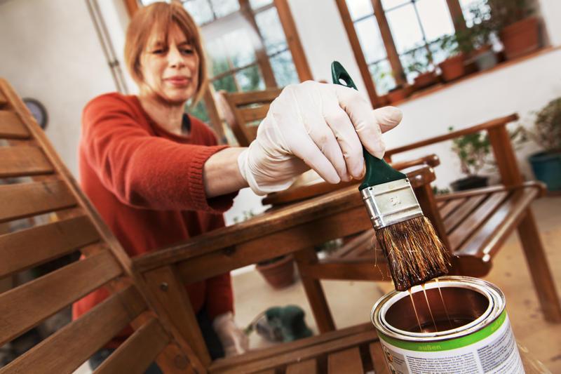 Czym malować drewno - Bejca czy lakierobejca