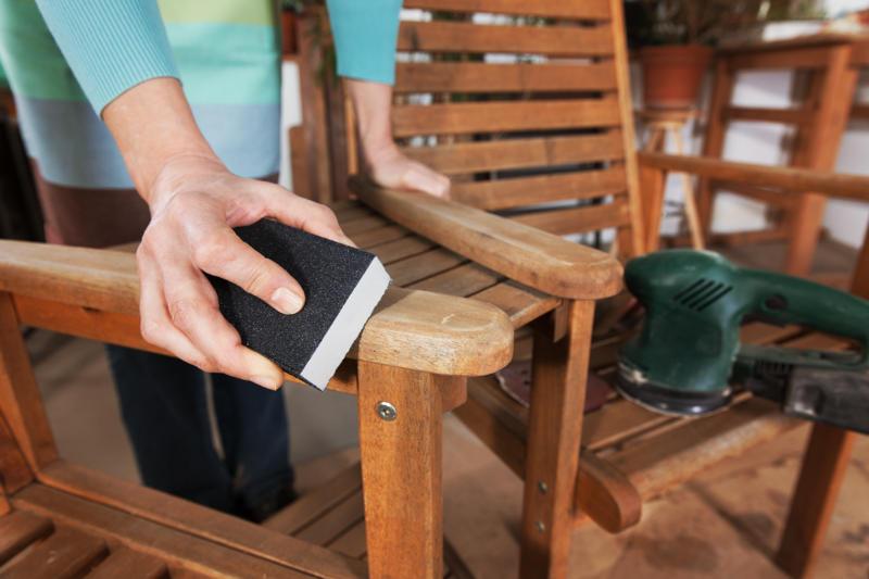 Jak malować drewno - przygotowanie powierzchni